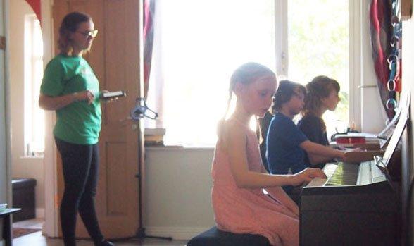 Blues improvisation at group workshop