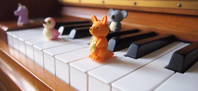 Kangaroo playing keyboard game