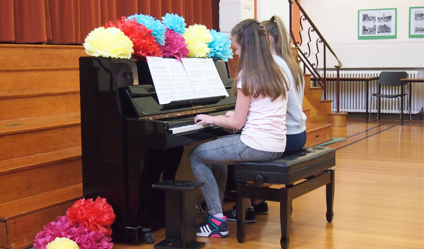 Piano studio recital decorations